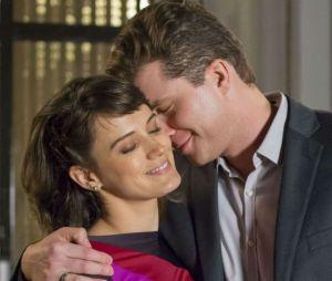 """Em """"O Outro Lado do Paraíso"""", Patrick (Thiago Fragoso) está tentando ajudar Clara (Bianca Bin) a sair das acusações"""