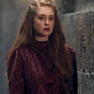 """Novela """"Deus Salve o Rei"""": Amália (Marina Ruy Barbosa) é dada como morta após ataque de Catarina"""