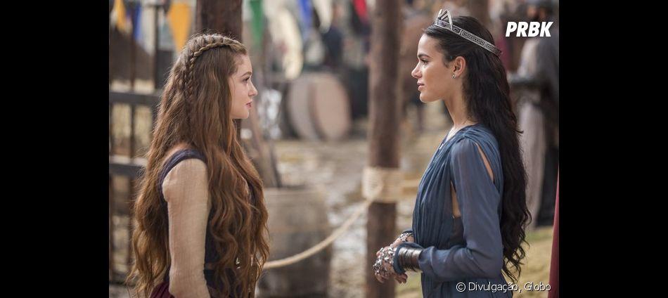 """Em """"Deus Salve o Rei"""", Amália (Marina Ruy Barbosa) desmaia e tem cabana incendiada por Catarina (Bruna Marquezine)"""