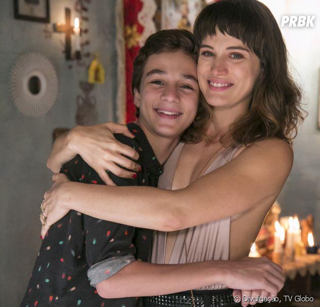 """Em """"O Outro Lado do Paraíso"""": Tomaz (Vitor Figueiredo) finalmente chama Clara (Bianca Bin) de mãe"""