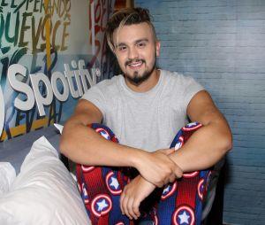 Luan Santana conta um pouco sobre seu novo programa e diz que vai lançar clipe com Tatá Werneck