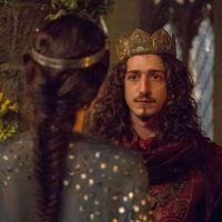 """Novela """"Deus Salve o Rei"""": Catarina (Bruna Marquezine) ameaça Rodolfo após ser desmascarada"""