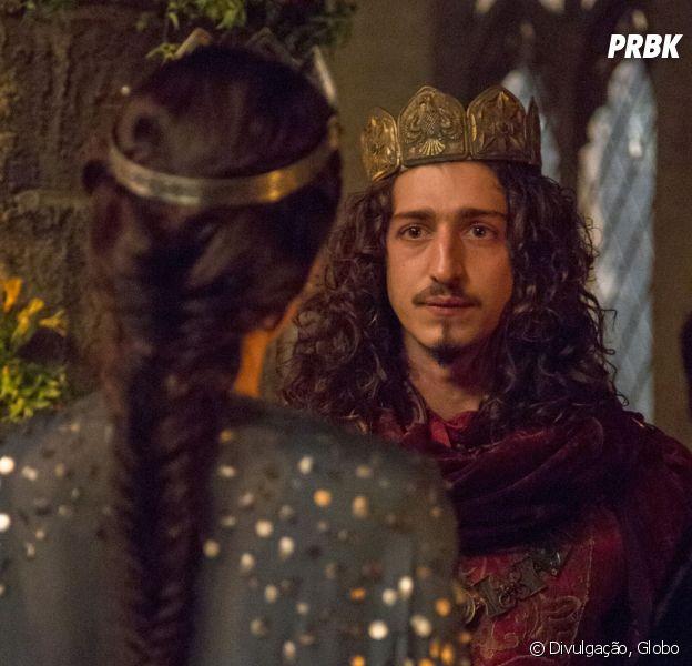 """Em """"Deus Salve o Rei"""", Catarina (Bruna Marquezine) ameaça Rodolfo (Johnny Massaro)"""
