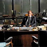 "Na 2ª temporada de ""Agents of SHIELD"": Agente Coulson posa como diretor!"