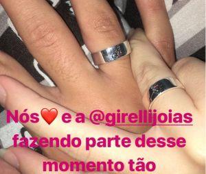 No Instagram Stories, Mel Maia mostra aliança de compromisso que ganhou do primeiro namorado, Erick Andreas