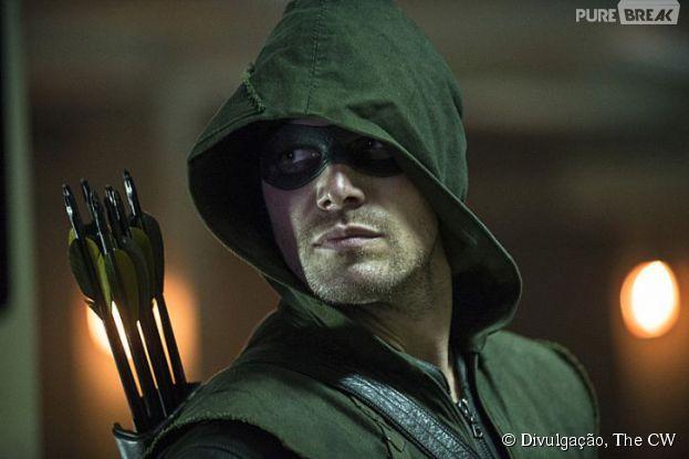 "O heroi Oliver Queen (Stephen Amell) luta contra o crime, na terceira temporada de ""Arrow"""
