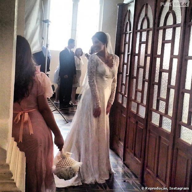 Bruna Marquezine aparece vestida de noiva em fotos no Instagram
