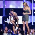 """Justin Bieber fez questão de tirar até as meias no palco""""Fashion Rocks"""""""