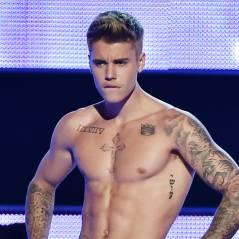"""Justin Bieber tira a roupa e fica só de cueca no """"Fashion Rocks"""""""