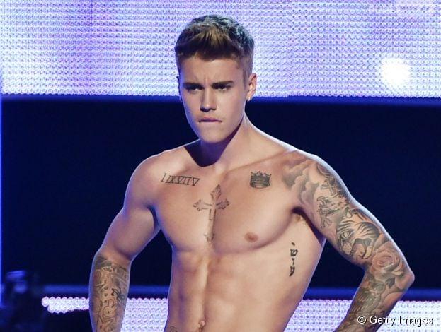 """Justin Bieber tira a roupa no """"Fashion Rocks"""""""