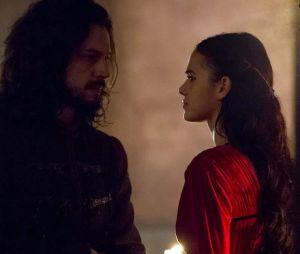 """Em """"Deus Salve o Rei"""", Catarina (Bruna Marquezine) se apaixonou por Afonso (Romulo Estrela) e tentou conquistá-lo várias vezes, sem sucesso"""