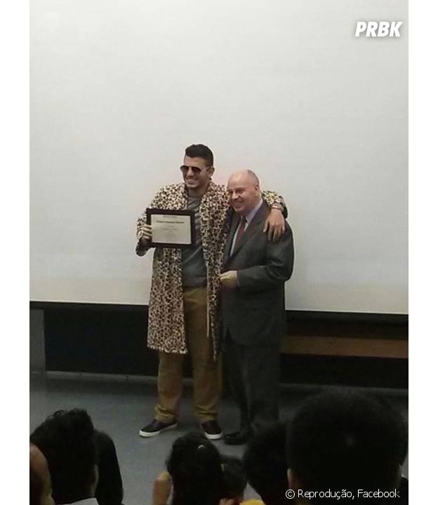 Bruno Gordo se divertiu durante a conclusão de seu Curso de Verão na Universidade de Buffalo, nos EUA