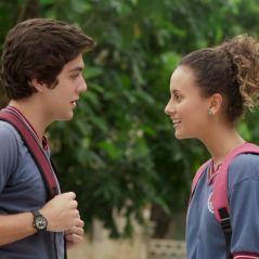 """Em """"Malhação"""", Alex (Daniel Rangel) insiste para Maria Alice (Alice Milagres) viajar com a turma"""
