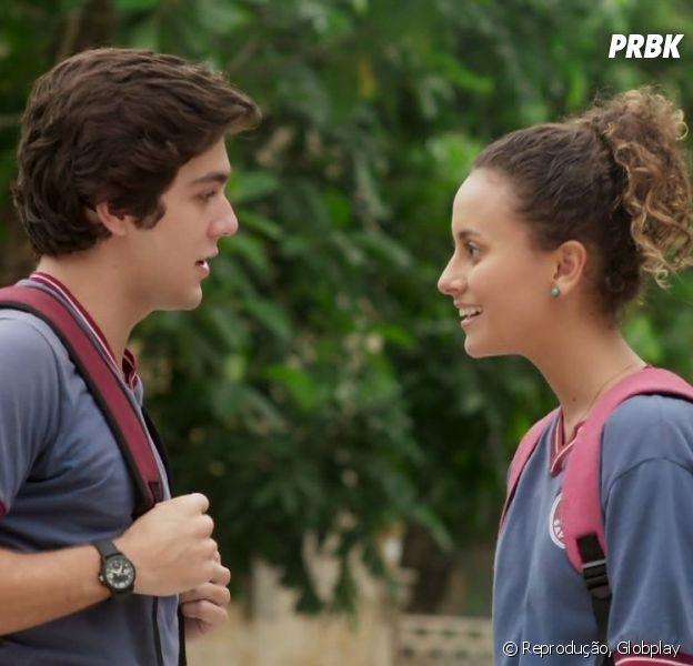 """Em """"Malhação"""", Alex insiste para que Maria Alice viaje com ele e a turma"""