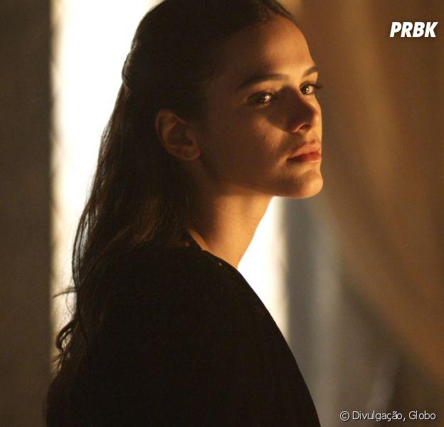 """Em """"Deus Salve o Rei"""", Catarina (Bruna Marquezine) conseguirá fugir da prisão com a ajuda de Brice (Bia Arantes)."""