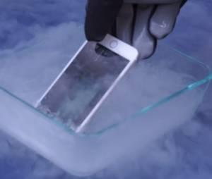 iPhone 6 é afogado em Nitrogênio liguído