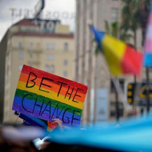 Homossexualidade não é mais considerada crime na Índia e essa é a prova de que o amor vence tudo