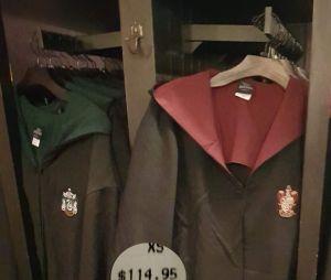 As vestes dos filmes de Harry Potter que são vendidas em Orlando, nos EUA
