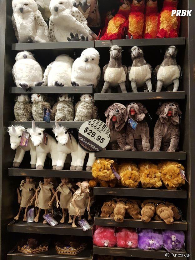 Bichinhos de pelúcia de todos os animais que aparecem Harry Potter e o queridinho Dobby também são vendidos em Orlando, nos EUA
