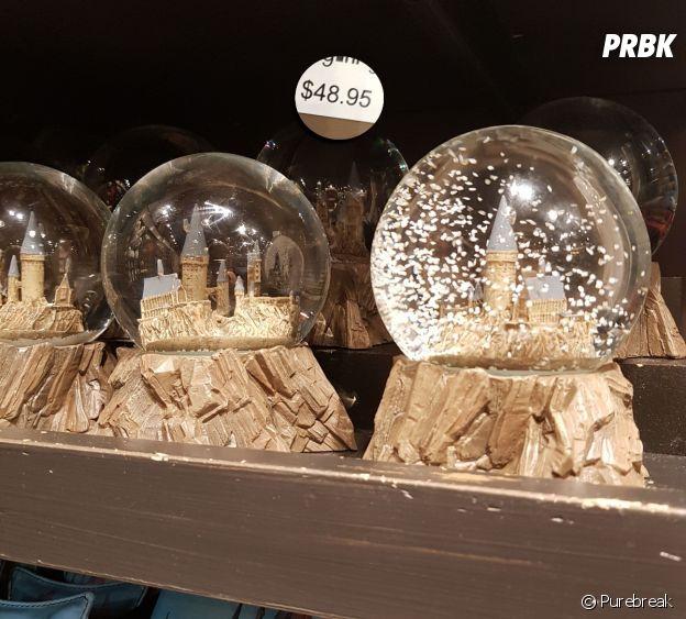 Um globo de neve de Hogwarts, do Harry Potter, também pode ser comprado em Orlando, nos EUA