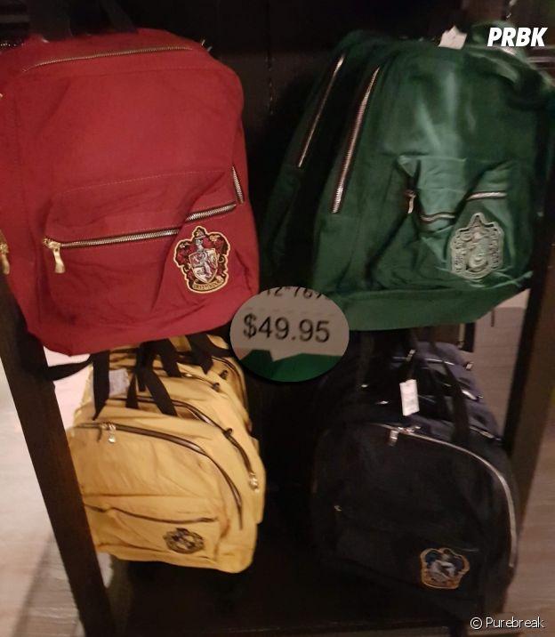 As mochilas de todas as casas de Hogwarts estão à venda no parque do Harry Potter em Orlando, nos EUA