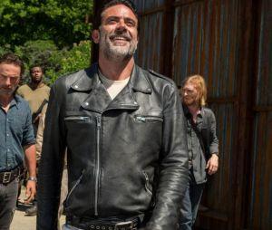 "Negan (Jeffrey Dean Morgan) foge da prisão em episódio de ""The Walking Dead"""