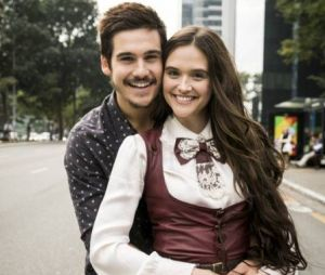 """Em """"O Tempo Não Para"""", Marocas (Juliana Paiva) e Samuca (Nicolas Prattes) enfrentam Lúcio (João Baldasserini)"""
