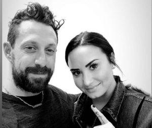 Demi Lovato faz nova tatuagem para comemorar seis meses de sobriedade