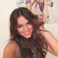 """Bruna Marquezine posta foto no Instagram e diz ser """"uma romântica incurável"""""""