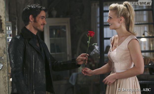 """Em """"Once Upon a Time"""", Hook (Colin O'Donoghue) e Emma (Jennifer Morrison) vão sair em um encontro!"""