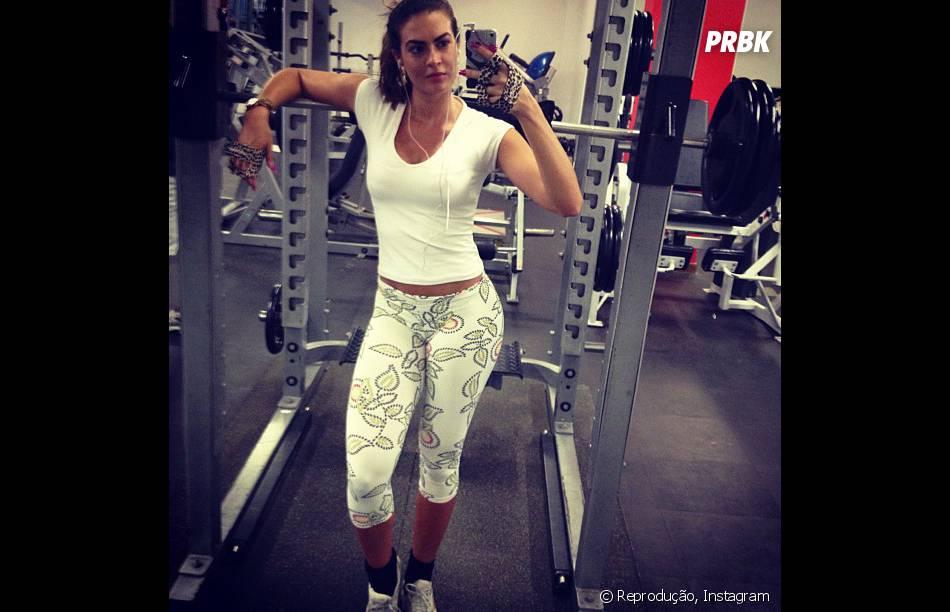 A panicat carioca Raenata Molinaro também não foge da academia e entre um exercício e outra ela compartilha momentos do treino no Instagram