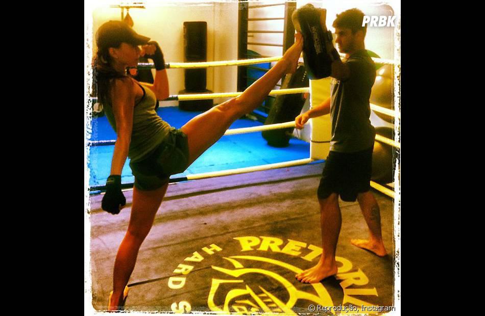 Além de puxar muito ferro, Sabrina Sato tem esses pernões porque pratica luta