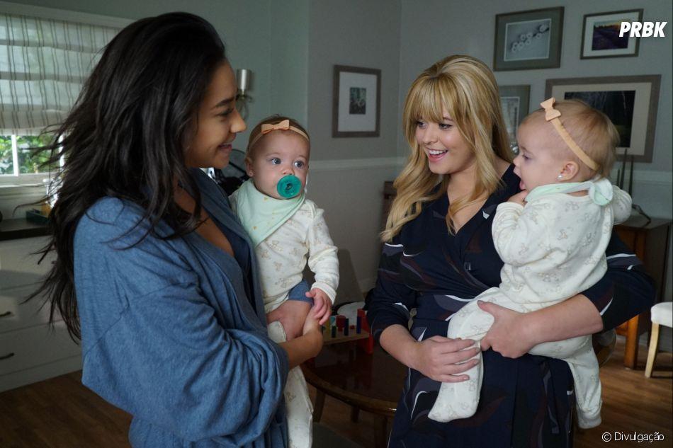 """""""Pretty Little Liars: The Perfectionists"""" mostra o que aconteceu com Alison (Sasha Pieterse) e Emily (Shay Mitchell) depois da série original"""