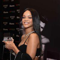 Rihanna recebe fãs no lançamento de seu primeiro perfume masculino
