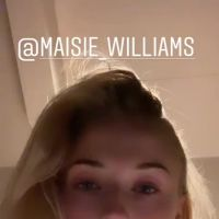 """A Sophie Turner ficou MUITO animada com a cena decisiva de Maisie Williams em """"Game of Thrones"""""""