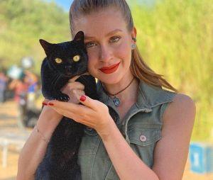 """""""O Sétimo Guardião"""": Marina Ruy Barbosa adotou gato que interpretava León na novela"""