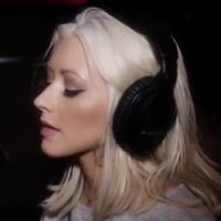 "Christina Aguilera faz parceria com o duo indie A Great Big World com a música ""Say Something"""