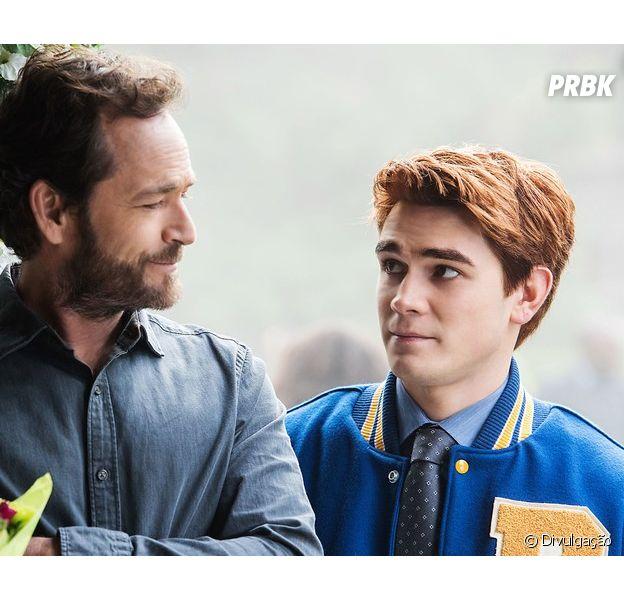 """Em """"Riverdale"""", 4ª temporada irá explorar """"sumiço"""" de Fred (Luke Perry)"""