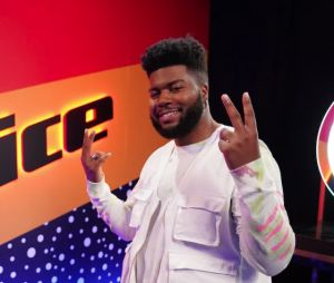 """The Voice USA"": Khalid fez uma ótima performance na final da 16ª temporada"