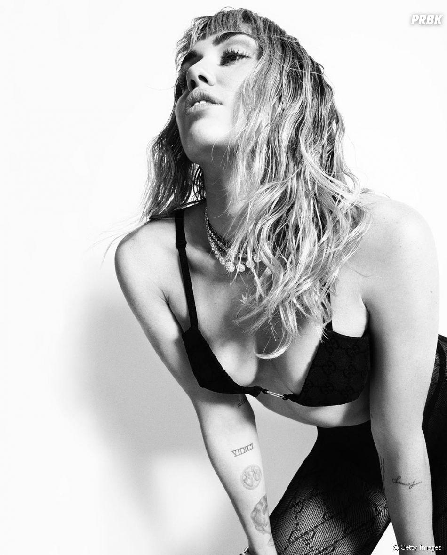 """Miley Cyrus lançou o """"She is Coming"""", novo álbum com seis faixas"""