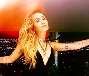 """Miley Cyrus recebeu muitos elogios após lançamento do """"She is Coming"""""""