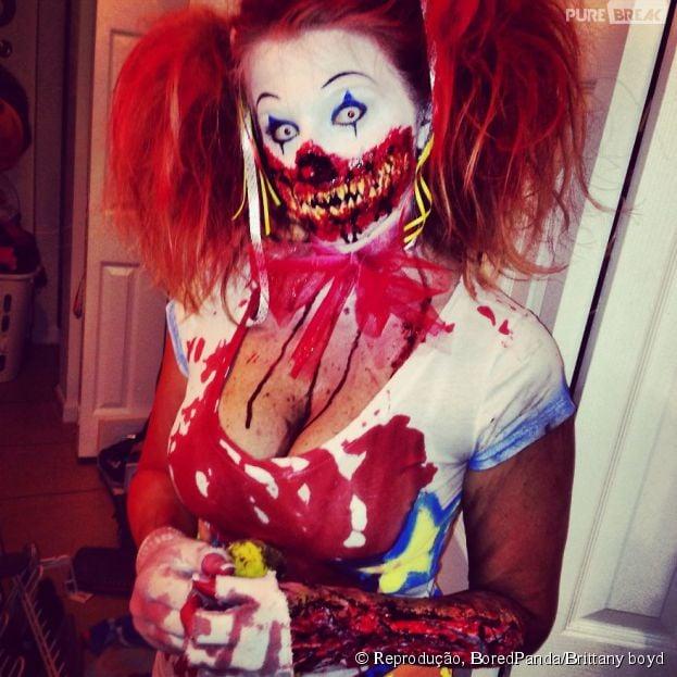 Já pensou encontrar alguém com essa maquiagem de palhaço diabólico na rua?