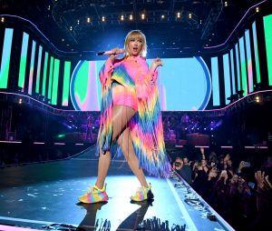 """Taylor Swift esmurrou com a letra de """"You Need To Calm Down"""""""