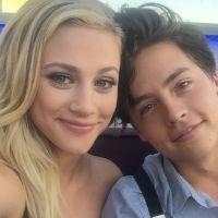 """Lili Reinhart e Cole Sprouse, de """"Riverdale"""", terminam namoro após dois anos"""