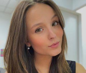 """Larissa Manoela será uma jovem viciada em redes sociais no filme """"Modo Avião"""""""