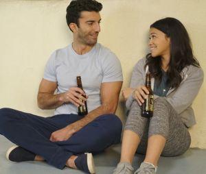 """Final """"Jane the Virgin"""":casamentoJane (Gina Rodriguez) e Rafael (Justin Baldoni) é marcado por muitas confusões"""