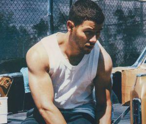 Nick Jonas é mais do que uma carinha de bebê e nós podemos provar