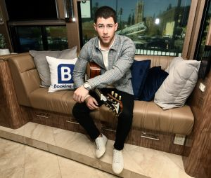 Passe o aniversário de Nick Jonas vendo fotos deste muso