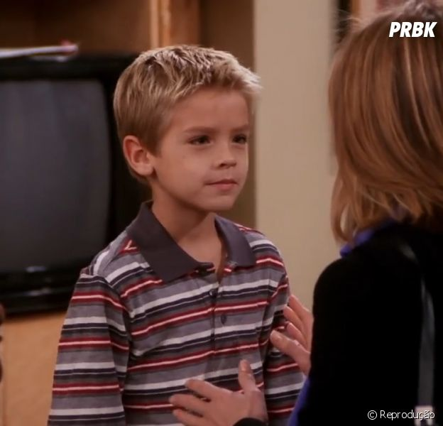 """""""Friends"""": Cole Sprouse é chamado para comemorar os 25 anos da série"""
