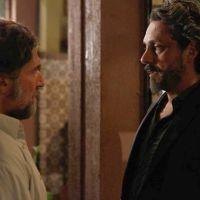 """Na novela """"Império"""", José Alfredo ouve bomba de curandeiro: """"É um homem morto!"""""""